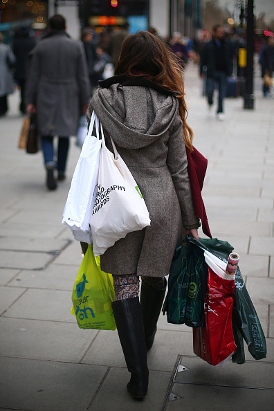 Holiday - Event「Last Minute Christmas Shoppers Hunt For Gifts On The High Street」:写真・画像(16)[壁紙.com]