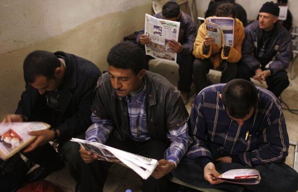 Mid Adult「Iraqi Police Recruits Gather In Ramadi」:写真・画像(0)[壁紙.com]