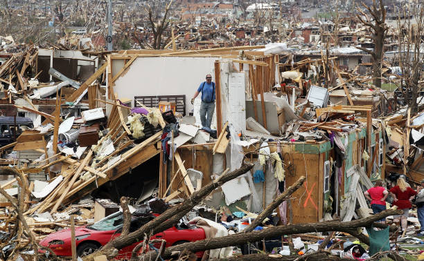 Over One Hundred Dead As Major Tornado Devastates Joplin, Missouri:ニュース(壁紙.com)