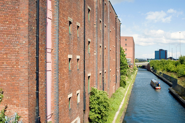 Canal「Warehousing and canal boat at Trafford Park, Manchester, UK」:写真・画像(7)[壁紙.com]