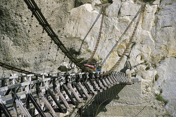 Mountain「Jeep on rope and plank suspension bridge - Nagar valley - Pakistan」:写真・画像(4)[壁紙.com]