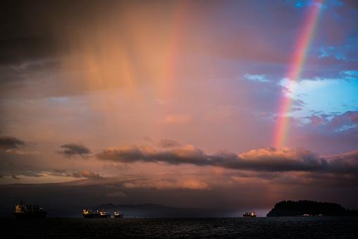 虹「A rainbow arcs over Tongue Point and the Columbia River; Astoria, Oregon, United States of America」:スマホ壁紙(6)