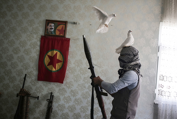 武器「At Home With The Armed Revolutionary Youth Movement」:写真・画像(5)[壁紙.com]