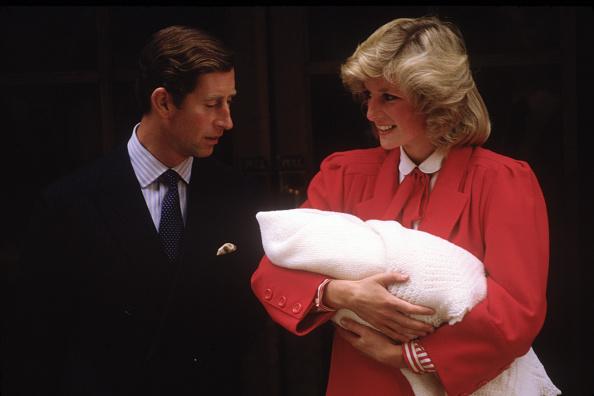 立ち去る「Diana Princess of Wales and Prince Charles with new born Prince Harry」:写真・画像(16)[壁紙.com]