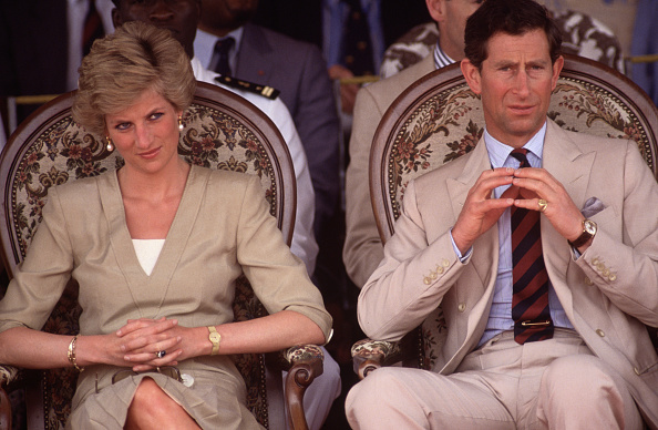 Two People「Diana Princess of Wales and Prince Charles watch a dancing display」:写真・画像(3)[壁紙.com]