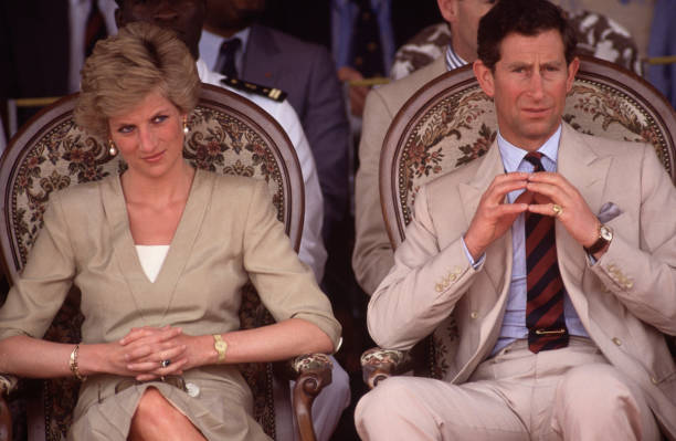 Diana Princess of Wales and Prince Charles watch a dancing display:ニュース(壁紙.com)