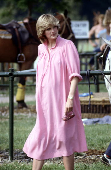 Pregnant「Pregnant Diana Princess of Wales watches Prince Charles playing polo」:写真・画像(19)[壁紙.com]