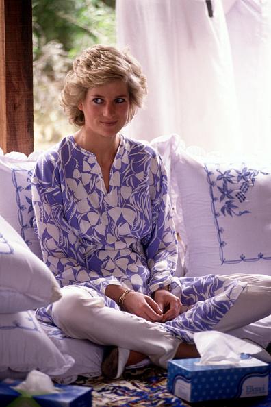 Visit「Diana Princess of Wales at a desert picnic in Saudi Arabia」:写真・画像(14)[壁紙.com]
