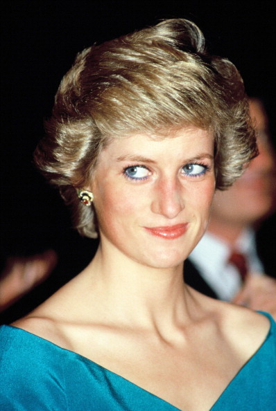 1人「Princess Diana In Indonesia」:写真・画像(3)[壁紙.com]