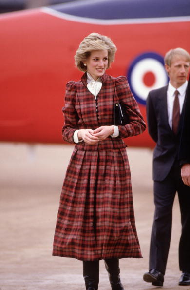 Tartan check「Diana Princess of Wales arrives during a visit to Swindon」:写真・画像(8)[壁紙.com]