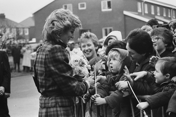 Archival「Diana, Princess Of Wales Visits Bridgend」:写真・画像(11)[壁紙.com]