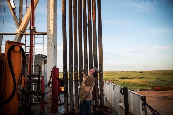 Shale「Oil Boom Shifts The Landscape Of Rural North Dakota」:写真・画像(1)[壁紙.com]
