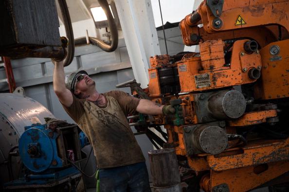 Shale「Oil Boom Shifts The Landscape Of Rural North Dakota」:写真・画像(7)[壁紙.com]