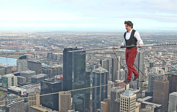 Tightrope「High-wire Artist Kane Petersen Performs Tightrope Walk Over Melbourne CBD」:写真・画像(10)[壁紙.com]