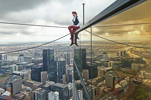 Preparation「High-wire Artist Kane Petersen Performs Tightrope Walk Over Melbourne CBD」:写真・画像(3)[壁紙.com]