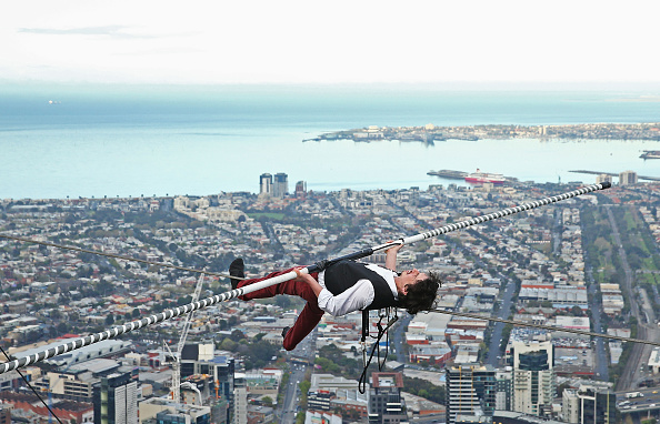 Wire Rope「High-wire Artist Kane Petersen Performs Tightrope Walk Over Melbourne CBD」:写真・画像(4)[壁紙.com]