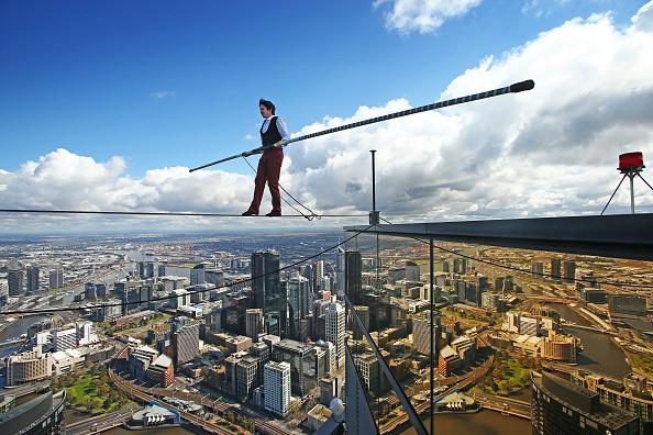 Tightrope「High-wire Artist Kane Petersen Performs Tightrope Walk Over Melbourne CBD」:写真・画像(1)[壁紙.com]