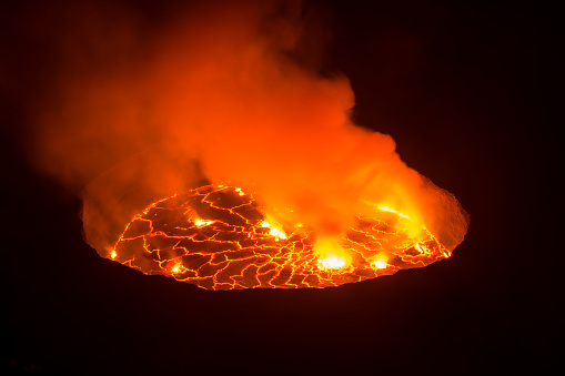 Volcanic Crater「View into the heart of earth, Nyiragongo volcano, Congo」:スマホ壁紙(17)