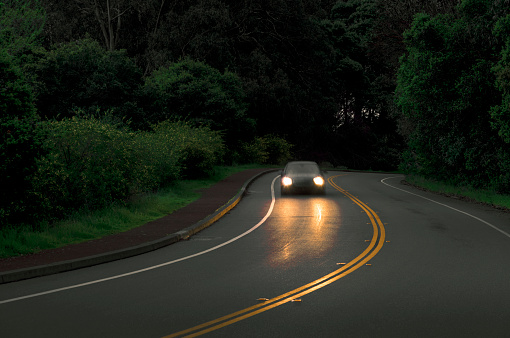 Dividing Line - Road Marking「car on curving road」:スマホ壁紙(7)