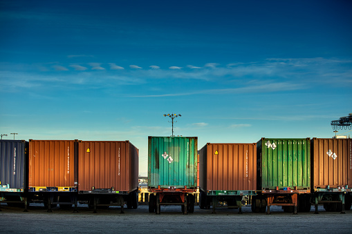 For Sale「Line of Shipping Containers on Trucks」:スマホ壁紙(18)