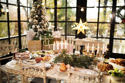 Dinner「Home Christmas decoration」:スマホ壁紙(15)