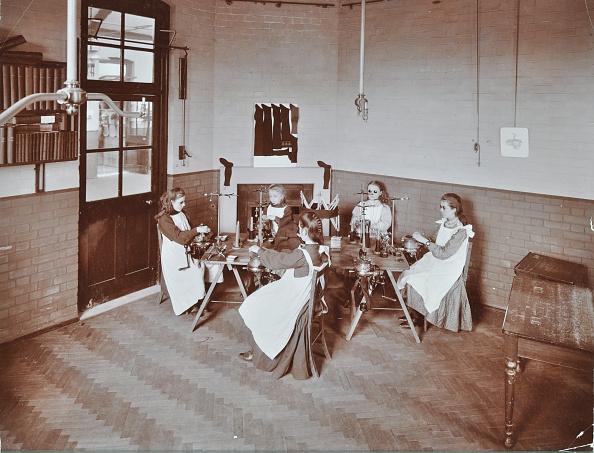 Parquet Floor「Girls Knitting Socks By Machine At The Elm Lodge School For Blind Girls, London, 1908」:写真・画像(4)[壁紙.com]