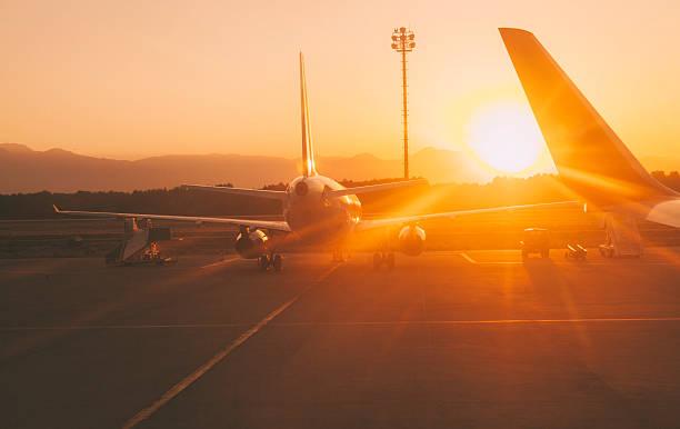 Sunset at the airport:スマホ壁紙(壁紙.com)