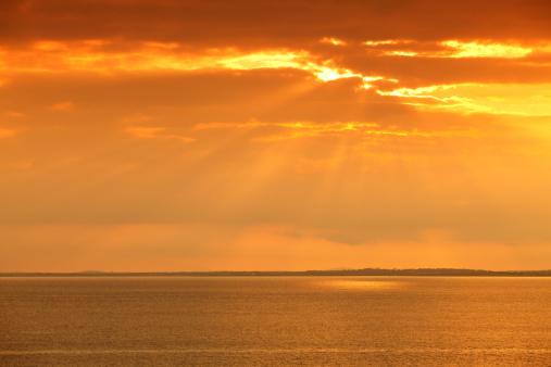 アイリッシュ海「夕暮れ時の海」:スマホ壁紙(3)