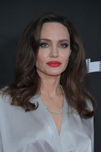 アンジェリーナ・ジョリー「21st Annual Hollywood Film Awards - Arrivals」:写真・画像(11)[壁紙.com]