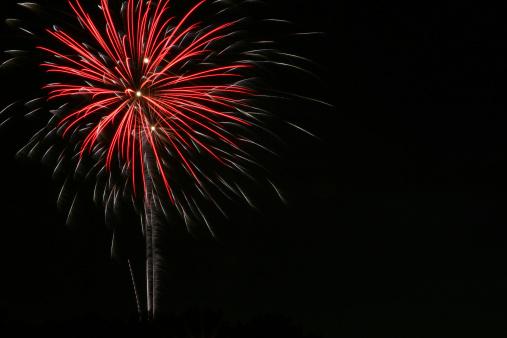 花火「赤と白の 7 月 4 日の花火」:スマホ壁紙(14)