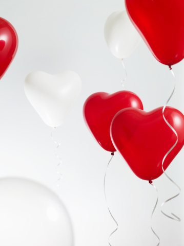 ハート「Red and White Heart Shaped Balloons」:スマホ壁紙(14)