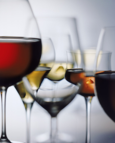 Wine「Red and white wine glass on white background, close-up」:スマホ壁紙(17)