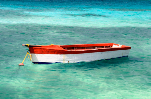 アルーバビーチ「Red and white boat on Eagle Beach, Aruba, Caribbean」:スマホ壁紙(3)