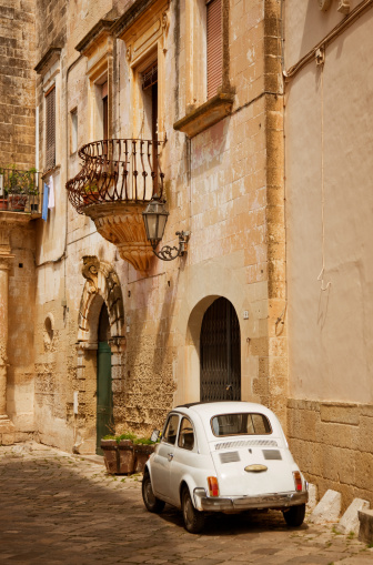 Vintage Car「Old Italian Town and Car」:スマホ壁紙(9)