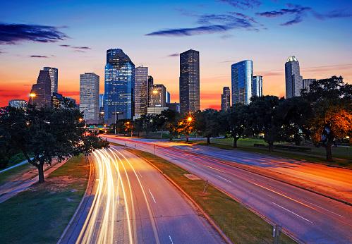 Postmodern「The skyline of Houston's CBD illuminated at dusk」:スマホ壁紙(5)