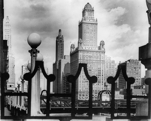 Skyscraper「The skyline of Chicago. La Saile Bridge. Photograph. Around 1935.」:写真・画像(14)[壁紙.com]