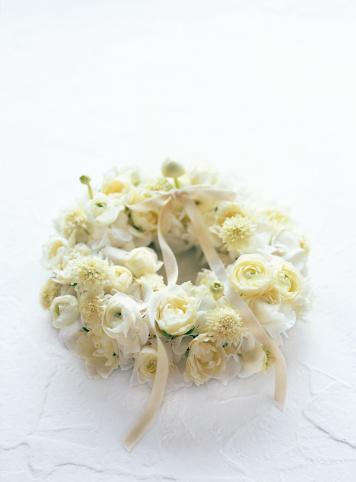 あじさい「Wreath of rose, scabiosa, hydrangea and ranunculus with ribbon」:スマホ壁紙(3)
