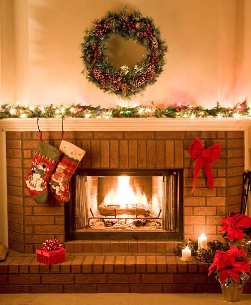 warm, cheery, Christmas fireplace:スマホ壁紙(壁紙.com)