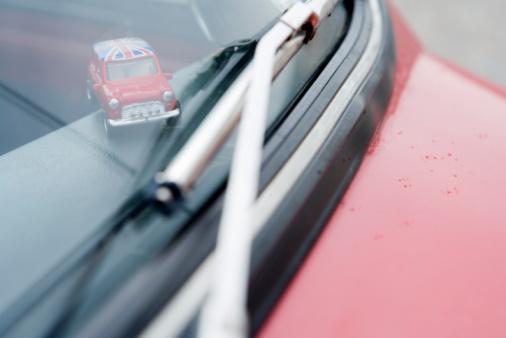 ユニオンジャック「Miniature car on dashboard on vehicle」:スマホ壁紙(16)