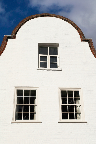 Townhouse「Curved gable on an old townhouse, Norwich, UK」:写真・画像(2)[壁紙.com]