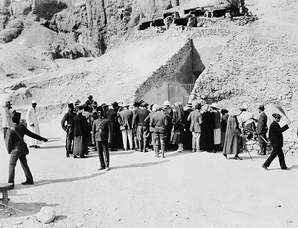 Ancient Civilization「Crowd Outside Tutankhamun's Tomb Valley Of The Kings Egypt 1922」:写真・画像(1)[壁紙.com]
