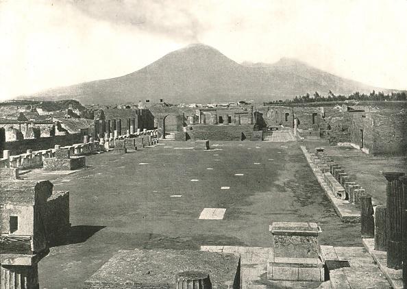 Volcanic Landscape「The Forum At Pompeii And Vesuvius」:写真・画像(17)[壁紙.com]