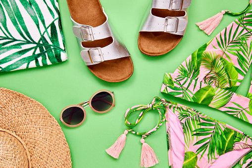 Bikini Top「Overhead shot of summer vacation accessories on green background」:スマホ壁紙(7)