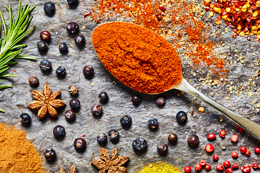 Cayenne Powder「Overhead shot of chili powder surrounded by spices on slate」:スマホ壁紙(18)