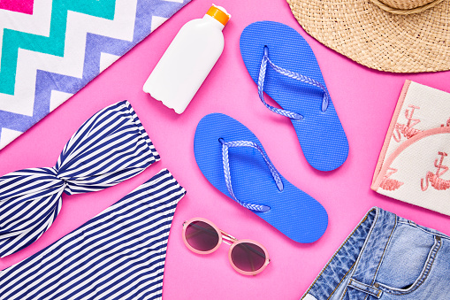 Medium Group Of Objects「Overhead shot of travel and beach equipment on pink background」:スマホ壁紙(12)