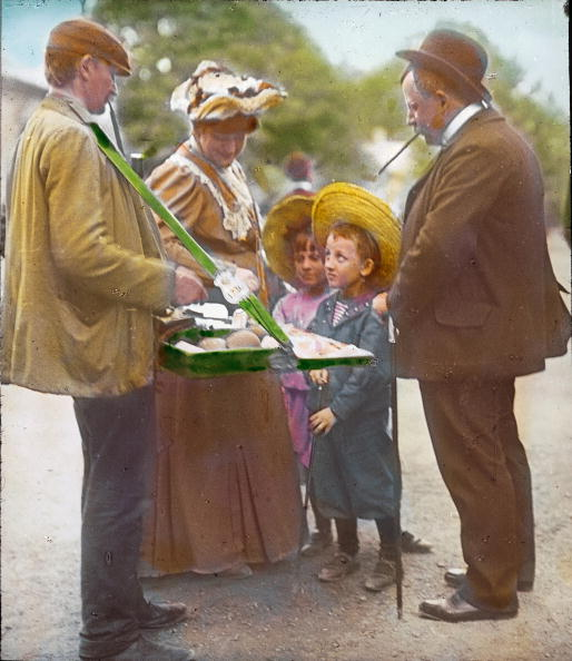 Baked Pastry Item「Pick anyone of them! A father already squiffy and his children at the Viennese Wurstelprater. Vienna, second district. Photograph by Emil Mayer. Hand-colored lantern slide. Around 1905-1910.」:写真・画像(13)[壁紙.com]