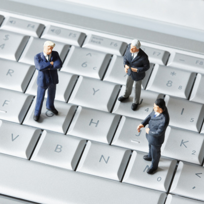 Businessman「Artificial businessmen are standing on a keyboard of a PC.」:スマホ壁紙(16)
