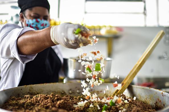 Food and Drink「Poor Residents of Favela Aglomerado da Serra Will Receive Food Amidst the Coronavirus (COVID - 19) Pandemic」:写真・画像(15)[壁紙.com]