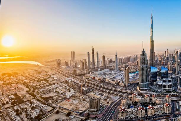 City lights in Dubai at sunrise:スマホ壁紙(壁紙.com)