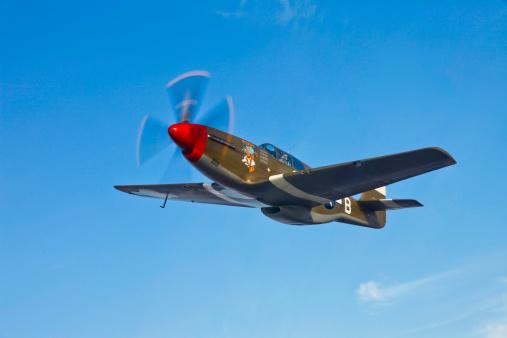 World War II「P-51B Mustang in flight over China, California.」:スマホ壁紙(17)